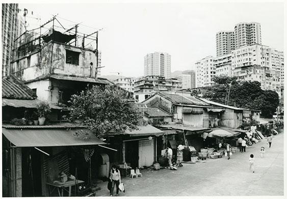 圍邊的民居和舖頭